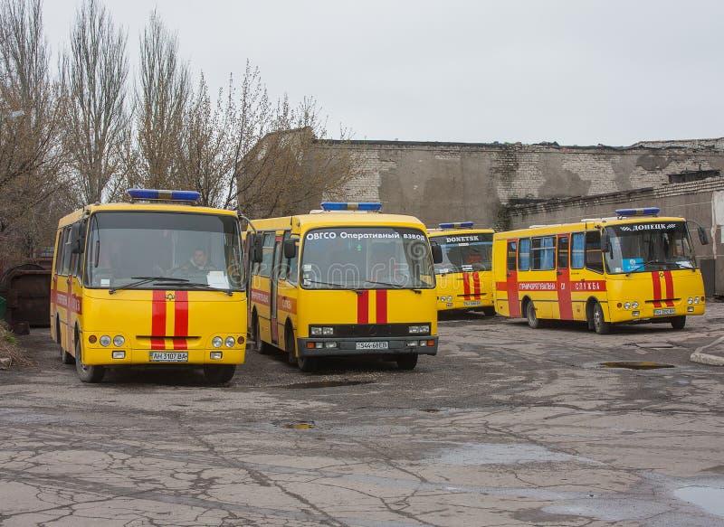 Donetsk Ukraina - April, 11, 2014: Bussar räddare på minen n arkivfoton
