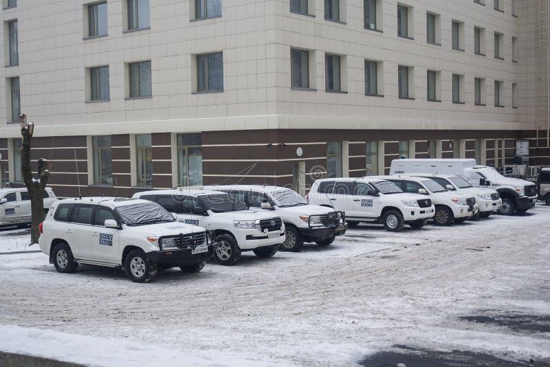 Donetsk, Ukraine - 23 décembre 2016 : Mission d'OSCE de voitures photos libres de droits