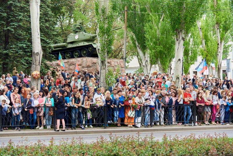 donetsk Ukraine - 9. Mai 2018 Parade zu Ehren des Sieges im Zweiten Weltkrieg lizenzfreies stockfoto