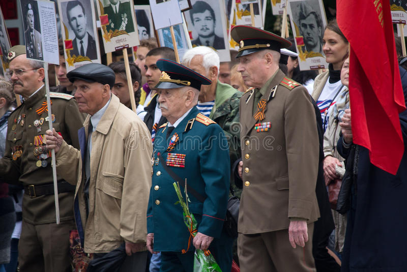 Donetsk, Ukraine - 9 mai 2017 : Participants du régiment immortel de marche photographie stock libre de droits