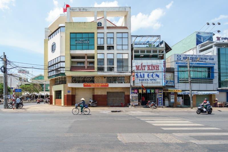 Dong Khoi-Zeitungsgebäude von Ben Tre Province lizenzfreie stockfotografie