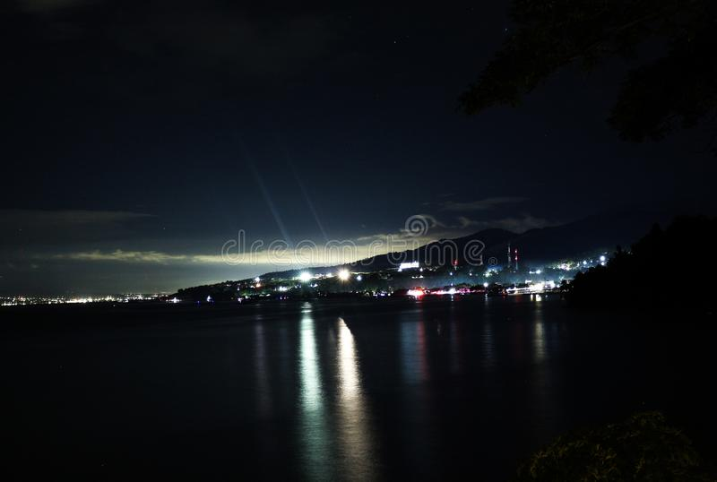 Dongala/Palu City vid natt arkivbilder