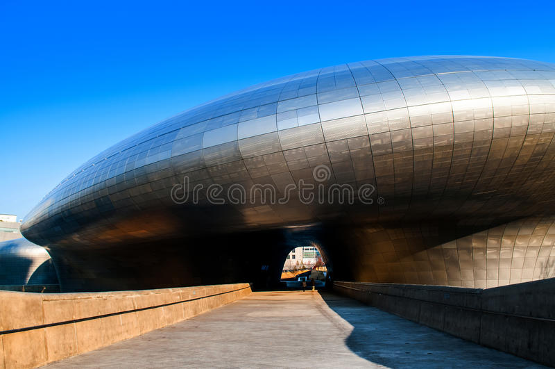 Dongdaemun设计广场,正面图,汉城,韩国 免版税库存照片