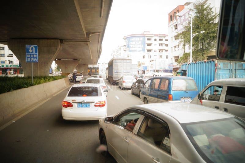 Dongguan, Китай: городское дорожное движение стоковые фотографии rf