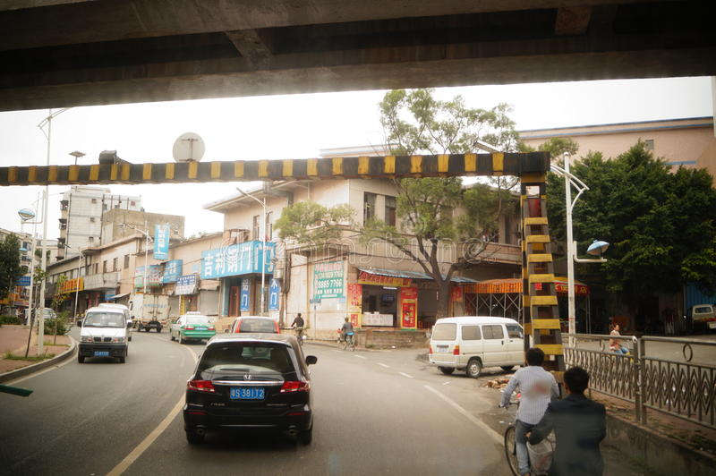 Dongguan, Китай: городское дорожное движение стоковое изображение rf