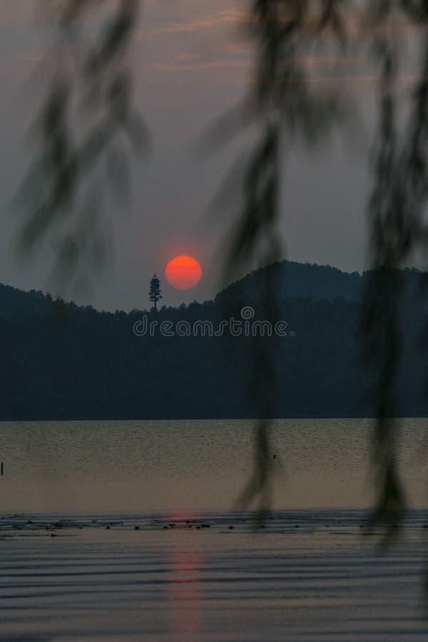 Dongqianmeer in de zonsondergang stock foto