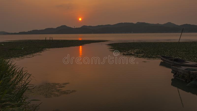 Dongqianmeer in de zonsondergang royalty-vrije stock afbeelding
