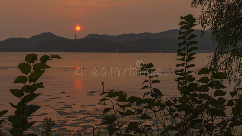 Dongqianmeer in de zonsondergang stock afbeelding