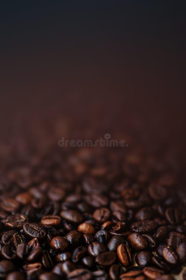 Donker Geroosterd gekleurd de Espressobehang van Koffiebonen met bruin stock fotografie