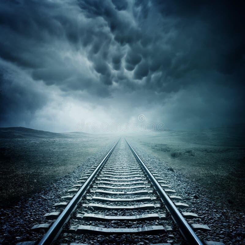 Donker Spoorwegspoor royalty-vrije stock afbeeldingen