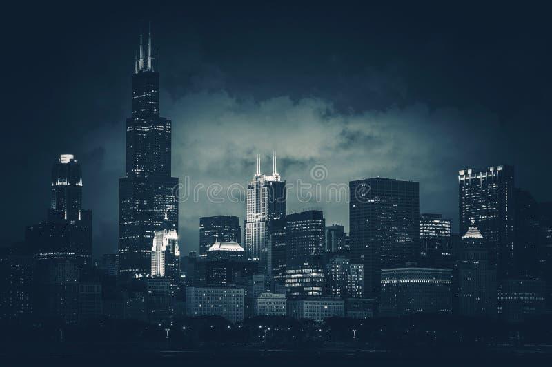 Donkerblauwe de Stadshorizon van Chicago stock foto