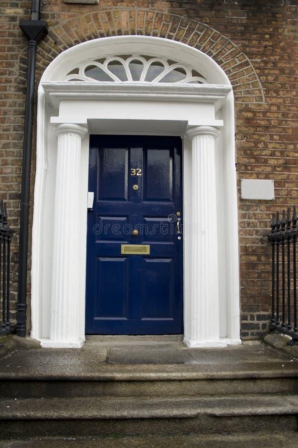 Donkerblauwe Georgische deur stock fotografie