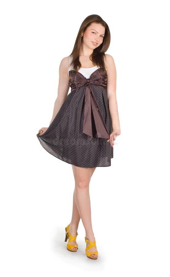 Donkerbruin meisje in bruine kleding over wit royalty-vrije stock afbeelding