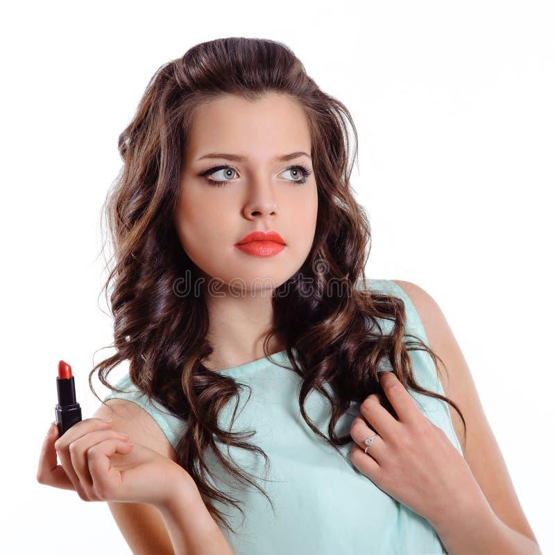 Donkerbruin meisje met rode lippenstift royalty-vrije stock fotografie