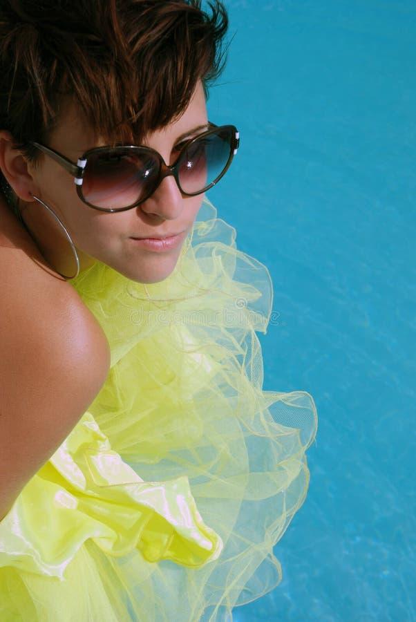 Donkerbruin meisje met sunglass royalty-vrije stock afbeeldingen