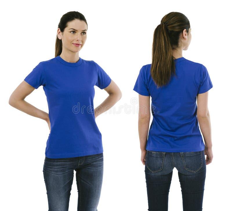 Donkerbruine vrouw die leeg blauw overhemd dragen royalty-vrije stock foto