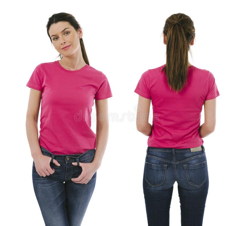 Donkerbruine vrouw die leeg roze overhemd dragen royalty-vrije stock fotografie