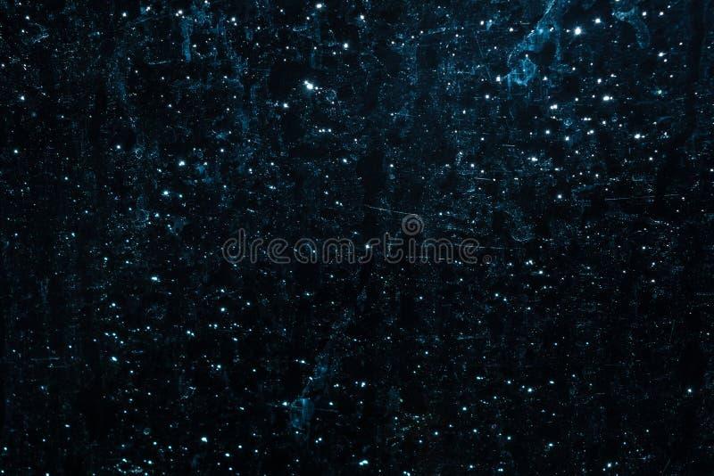 Donkere abstracte die textuur door water en licht op het glas wordt gecreeerd royalty-vrije stock afbeelding