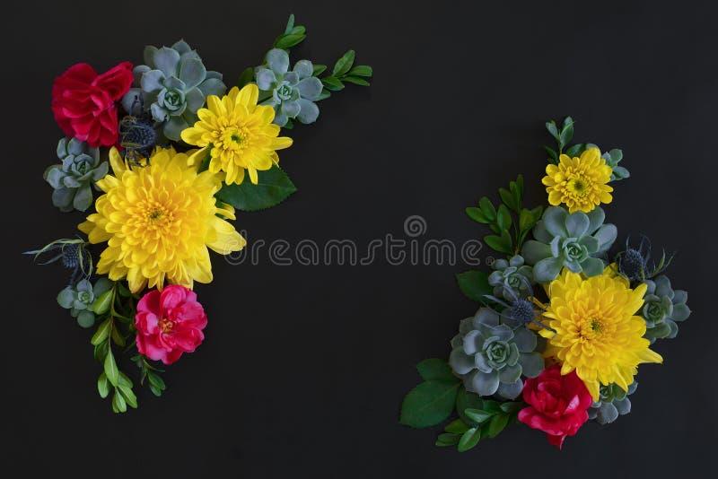 Donkere bloemenachtergrond met een ruimte voor een tekst royalty-vrije stock afbeeldingen