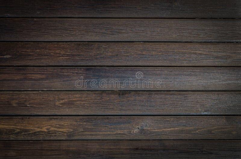 Donkere bruine houten achtergrond, horizontale planktextuur Sluit omhoog houten strepen stock foto