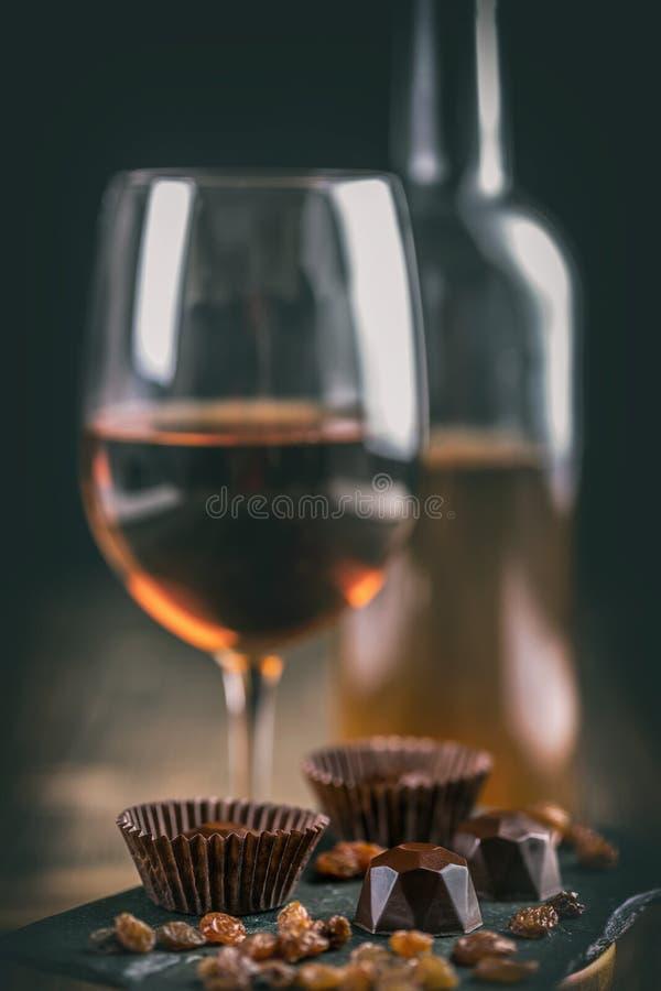 Donkere chocoladepraline stock afbeeldingen