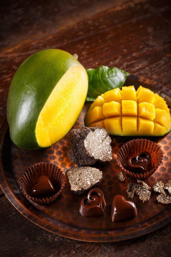 Donkere chocoladepraline royalty-vrije stock fotografie