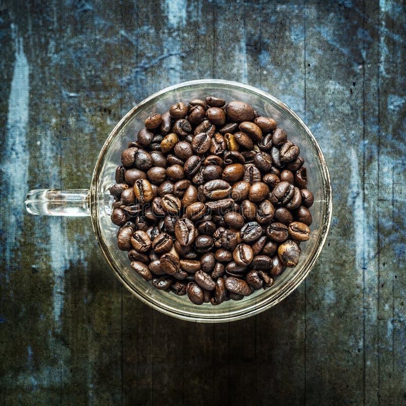 Donkere grunge hoogste mening van koffiebonen stock afbeelding