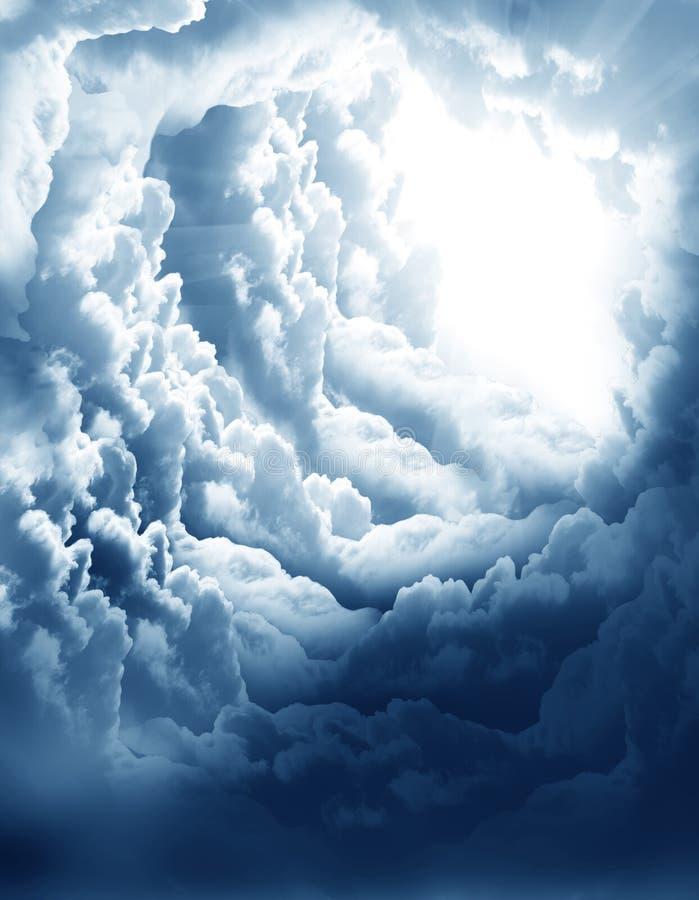 Donkere hemel met zon royalty-vrije stock fotografie