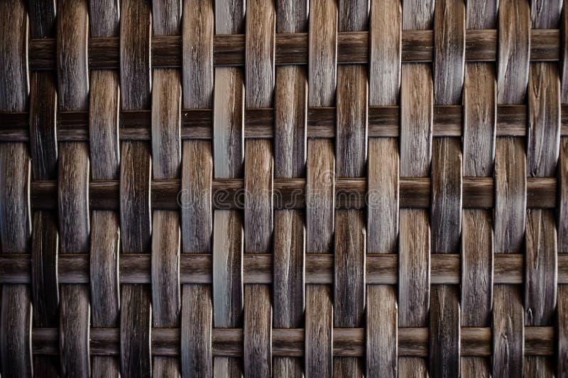 Donkere houten textuur van rotan met natuurlijke patronen stock afbeelding