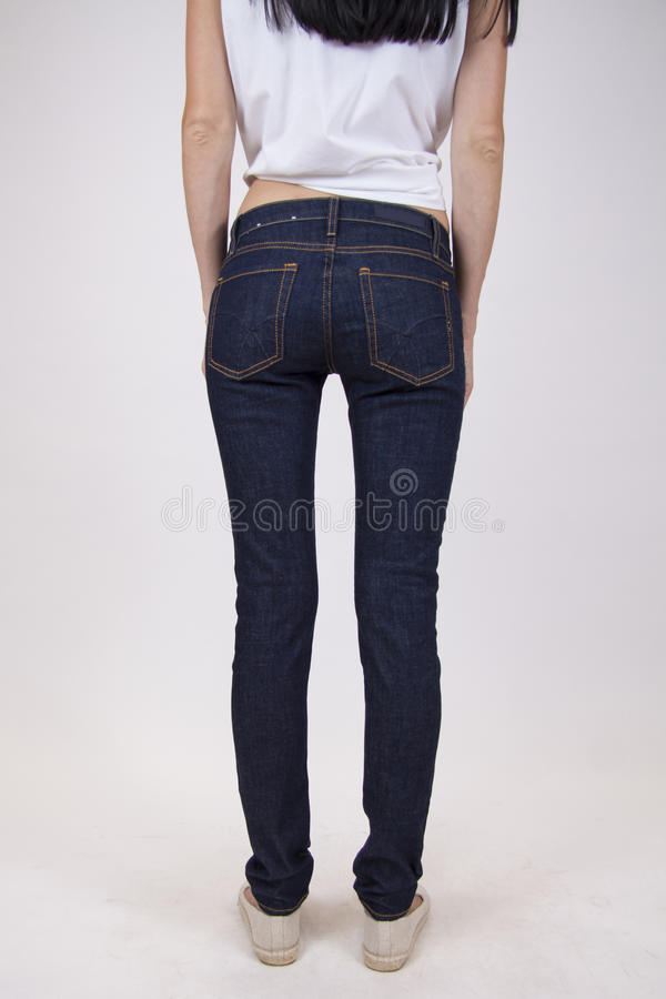Donkere jeans op slank model royalty-vrije stock foto's