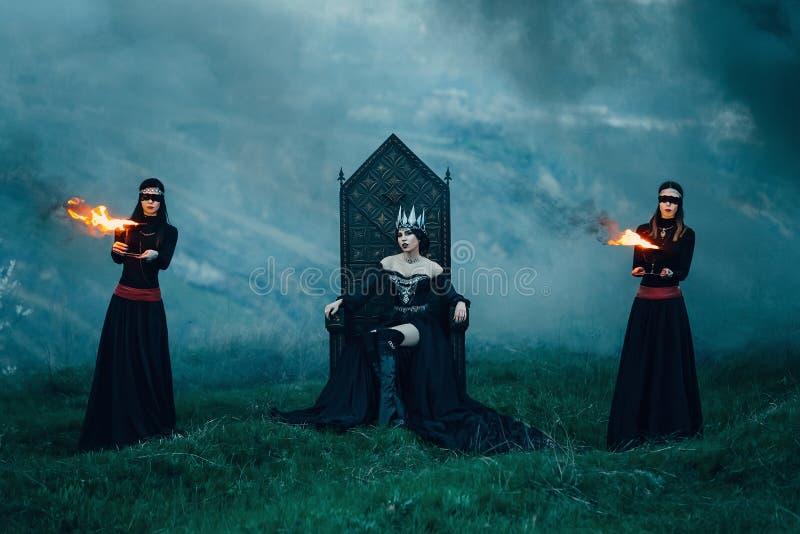 Donkere kwade koningin royalty-vrije stock foto's