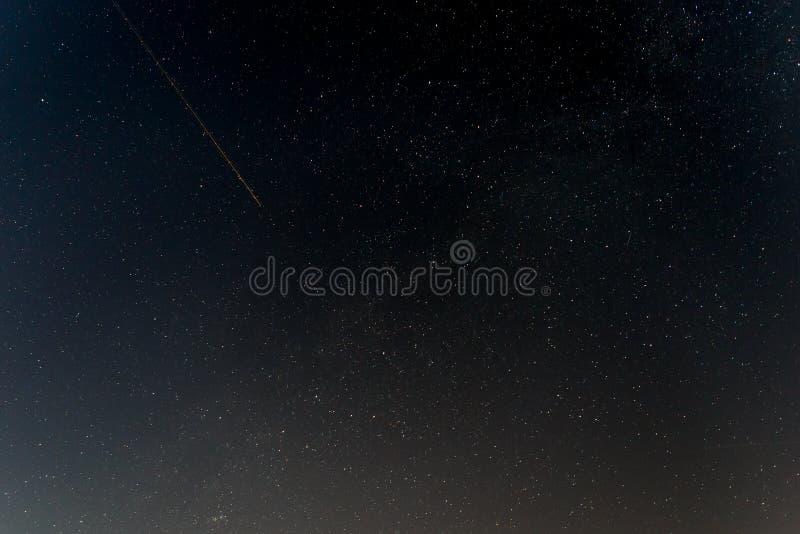 Donkere nachthemel met sterren royalty-vrije stock afbeelding