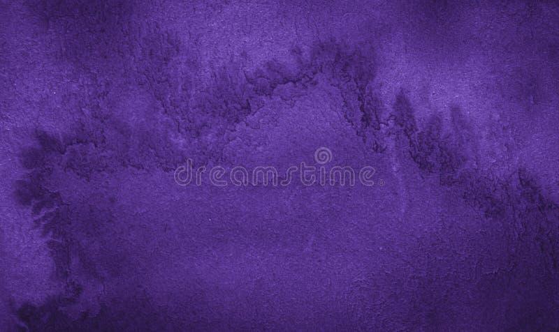 Donkere rijke purpere waterverfachtergrond met gescheurde slagen en ongelijke scheidingen Abstracte achtergrond voor ontwerp, lay royalty-vrije illustratie