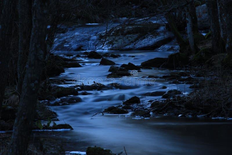 Donkere rivier royalty-vrije stock afbeeldingen