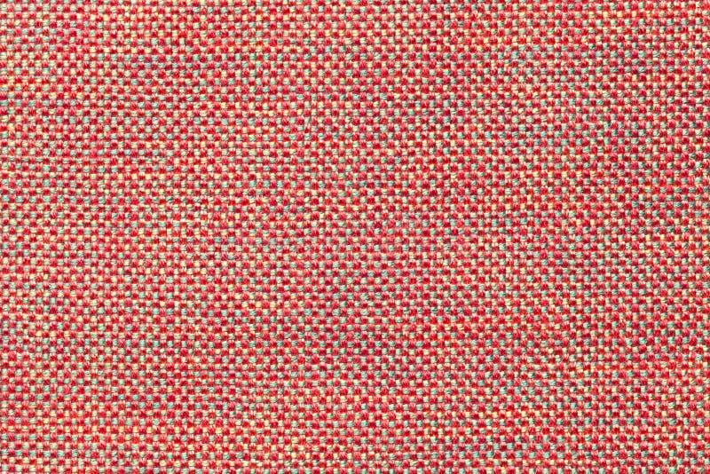 Donkere roze textielachtergrond met schaakpatroon, close-up Structuur van de stoffenmacro royalty-vrije stock afbeeldingen