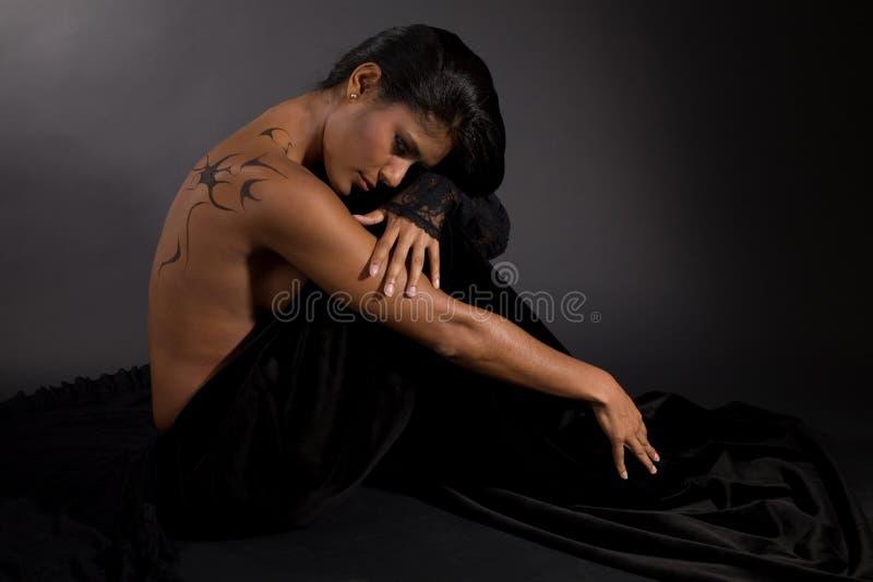 Donkere schoonheid stock afbeelding