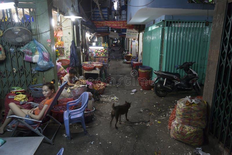 Donkere steeg in Ho Chi Minh-stad royalty-vrije stock fotografie