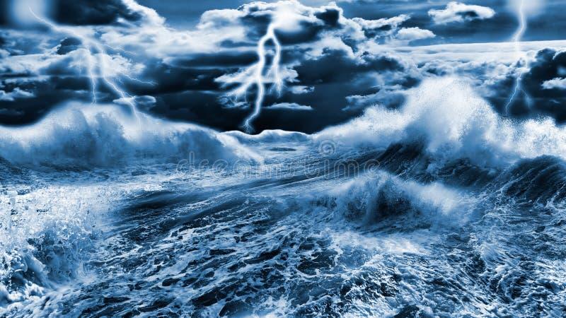 Donkere stormachtige overzees stock afbeelding