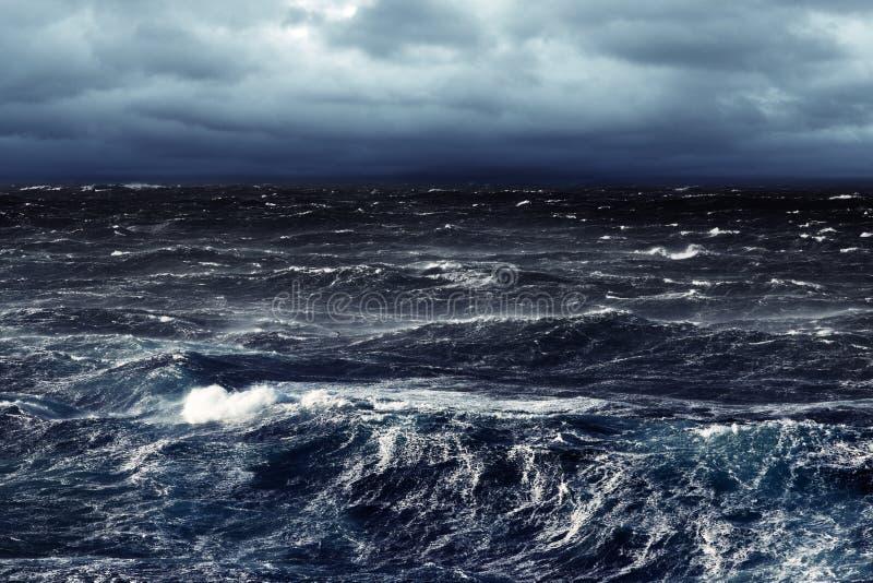 Donkere Stormachtige Overzees royalty-vrije stock afbeelding