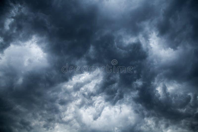 Donkere wolken royalty-vrije stock afbeelding