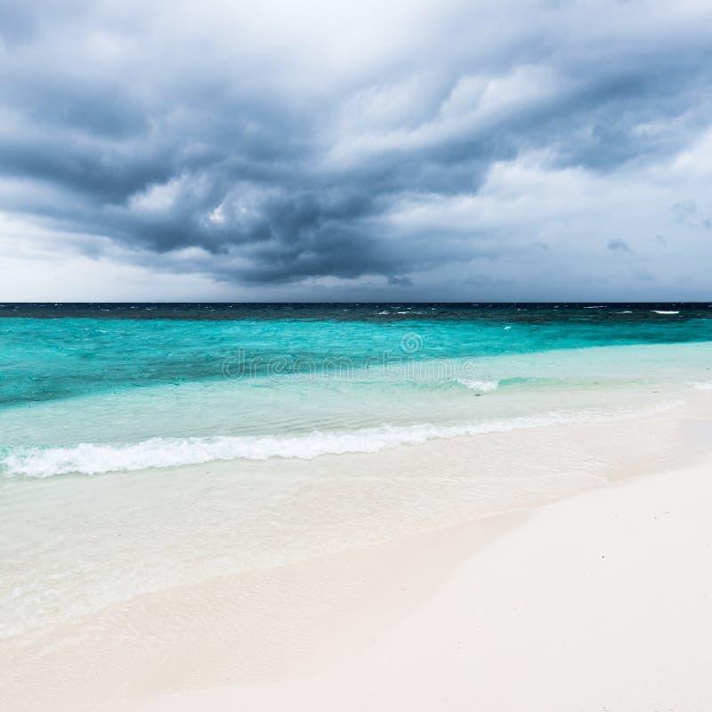 Donkere wolken over de Indische Oceaan royalty-vrije stock foto