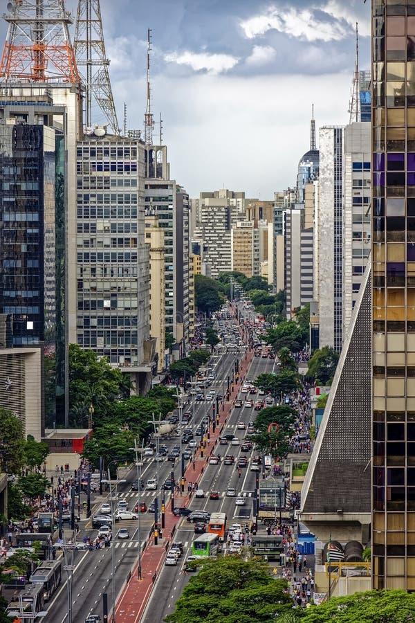 Donkere wolken over de Paulista-weg in de stad van Sao Paulo stock afbeelding
