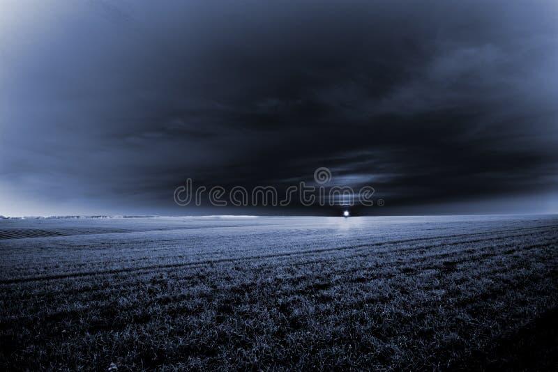 Donkere zonsopgang royalty-vrije stock afbeeldingen