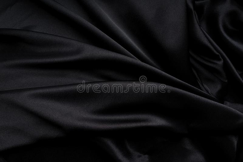 Donkere zwarte zijdeachtig, satijnstof, golf, gordijnen Mooie textielachtergrond Close-up Hoogste mening royalty-vrije illustratie