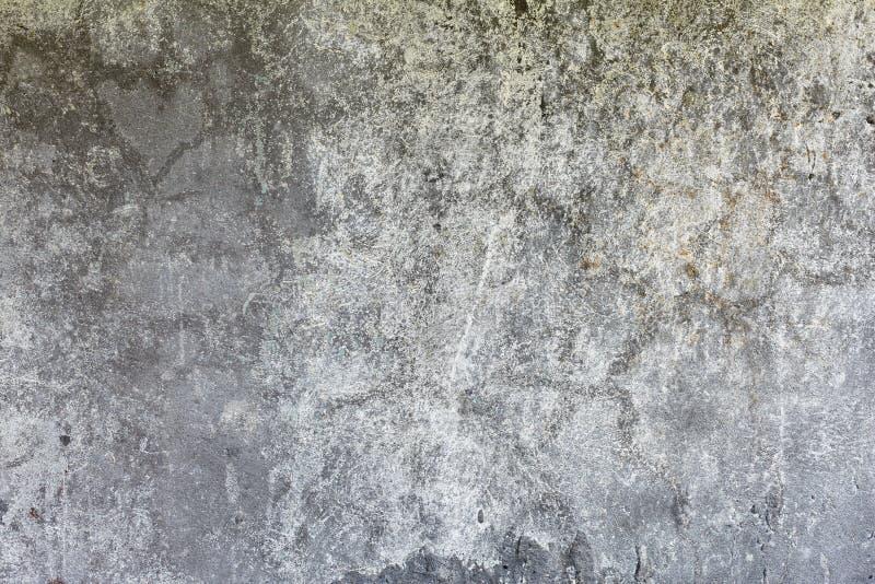 Donkergrijze concrete doorstane muurachtergrond royalty-vrije stock fotografie