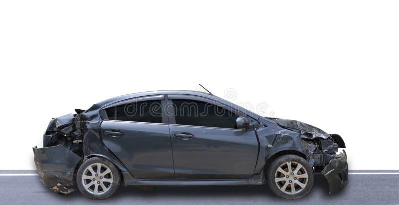 Donkergrijze kleurenauto beschadigd en gebroken per ongevalsisolaat op witte achtergrond Autocrash royalty-vrije stock foto's