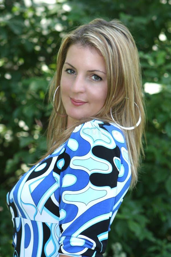 Download Donna abbastanza bionda fotografia stock. Immagine di youthful - 3893206
