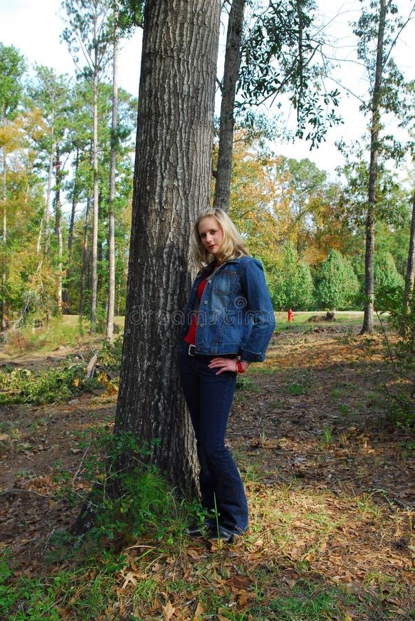 Donna abbastanza giovane fotografie stock libere da diritti