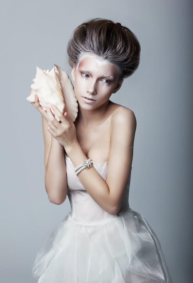 Donna abbastanza sexy vaga - fronte verniciato bianco fotografia stock