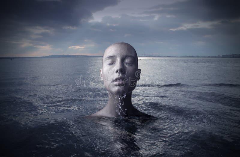 Donna in acqua immagine stock